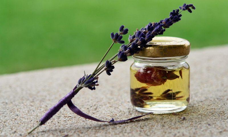Quelles sont les meilleures huiles essentielles bio pour soigner les démangeaisons ?