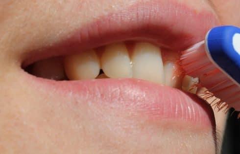 Se brosser les dents après le repas: Mauvaise idée ?